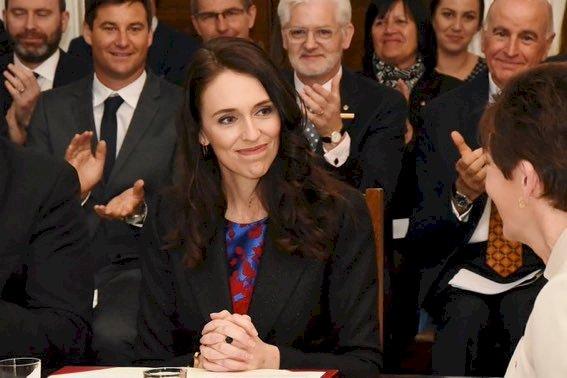 Yeni Zelanda'da başbakan ve milletvekilleri, salgın nedeniyle üç yıl daha maaş zammı almayacak