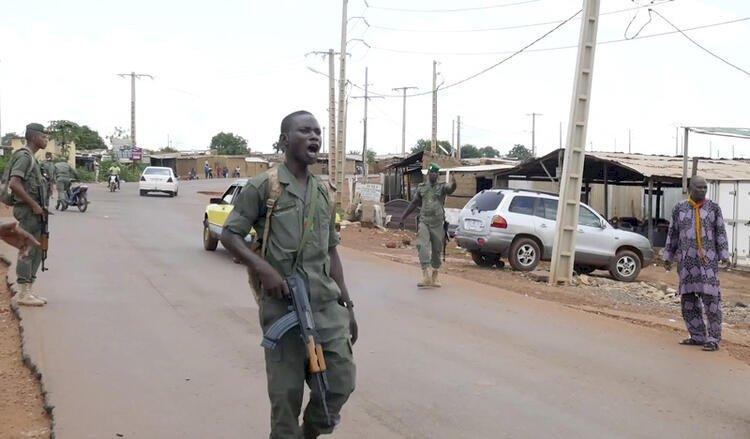 Mali'de darbe girişimi: Cumhurbaşkanı ve Başbakan gözaltına alındı